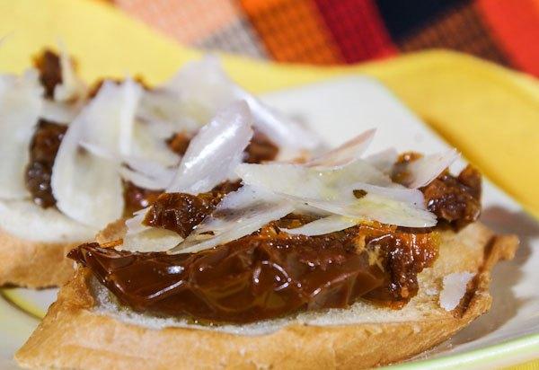 Бутерброды с вялеными помидорами - фото шаг 4