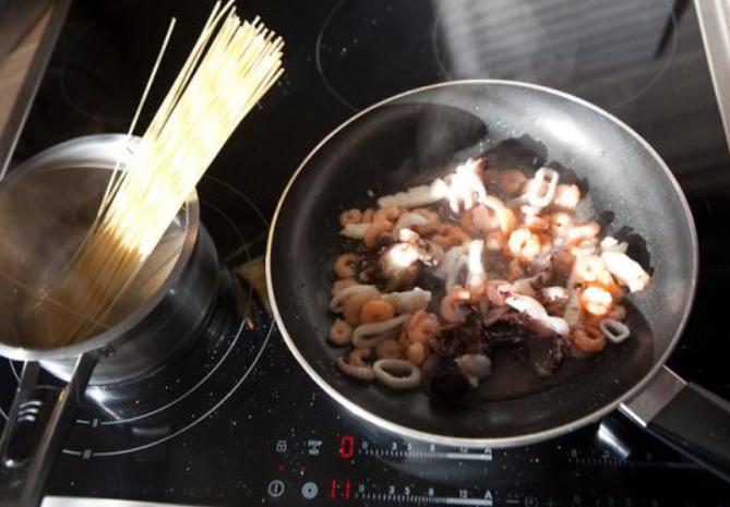 Морепродукты под соусом - фото шаг 2
