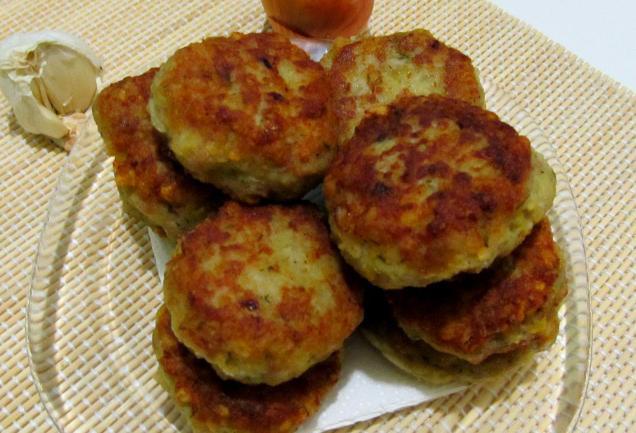 Картофельные котлеты с фаршем - фото шаг 6