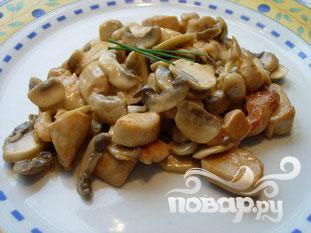 Куриные грудки с грибами