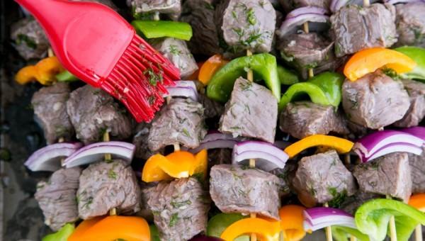 Шашлык из говядины с луком и перцем - фото шаг 6