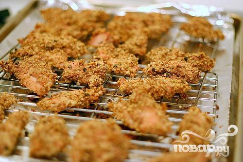 Куриный шашлык в панировке с салатом - фото шаг 2