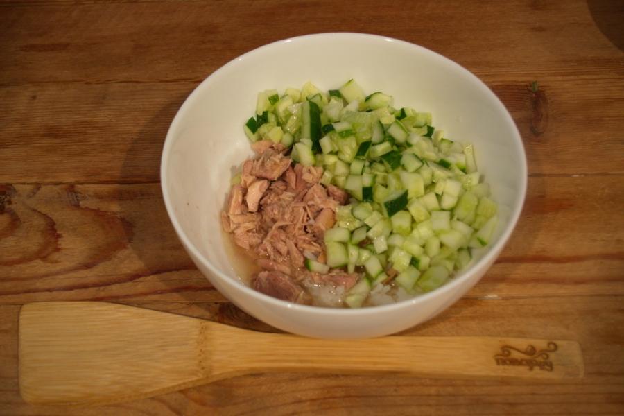 Салат с тунцом, рисом и сыром - фото шаг 2