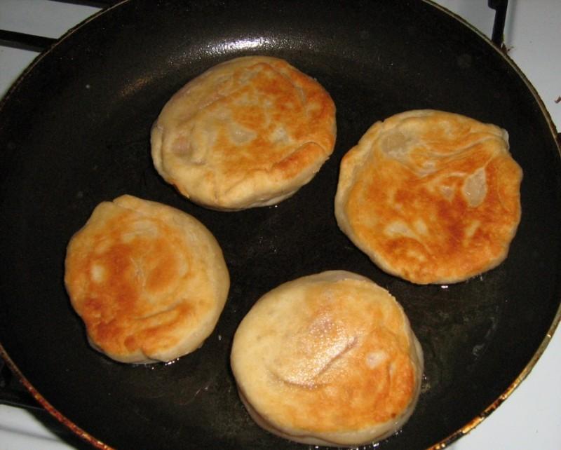 Пирожки с брынзой - фото шаг 6