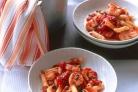 Креветки с томатной пастой и каперсами