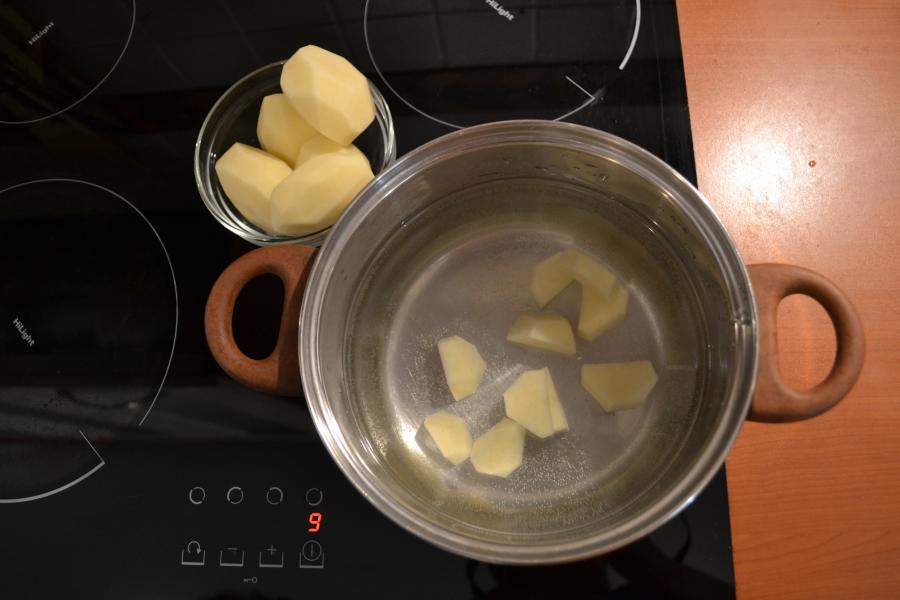 Сырный суп с сосисками - фото шаг 2
