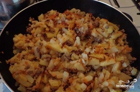 Картофельная запеканка с фаршем на сковороде - фото шаг 4
