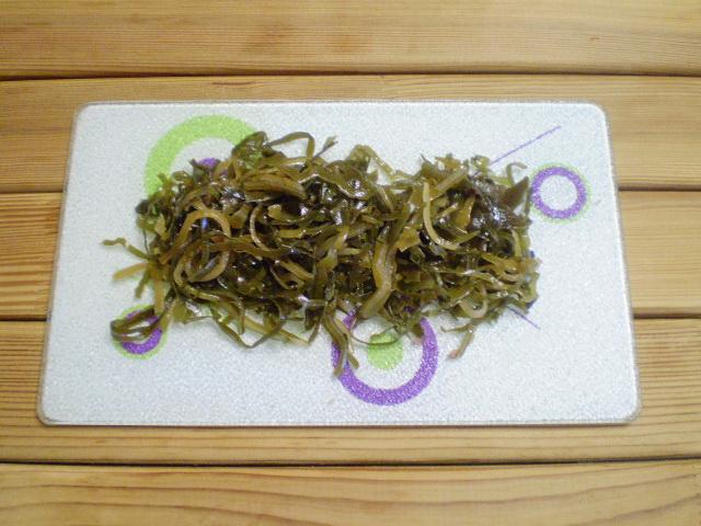 Диетический салат из морской капусты - фото шаг 2