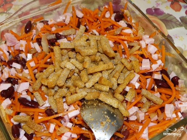Салат из курицы сухариков фасоли и моркови по-корейски