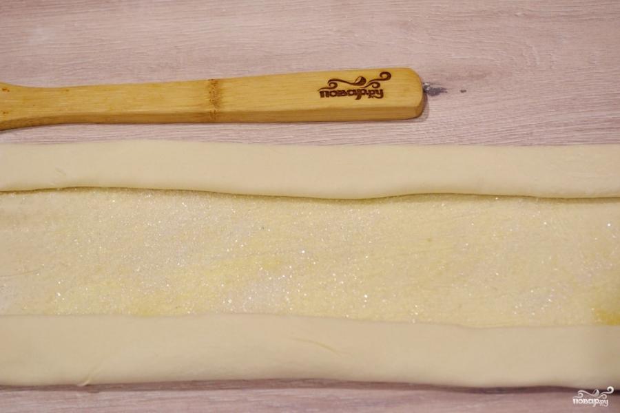 Ушки из слоеного теста с сахаром - фото шаг 3