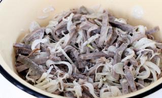 Простой салат из говяжьего языка - фото шаг 2