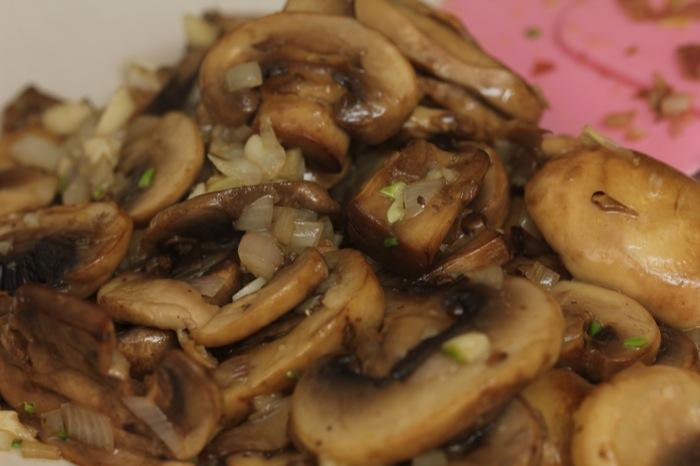Мясо, запеченное с грибами - фото шаг 4