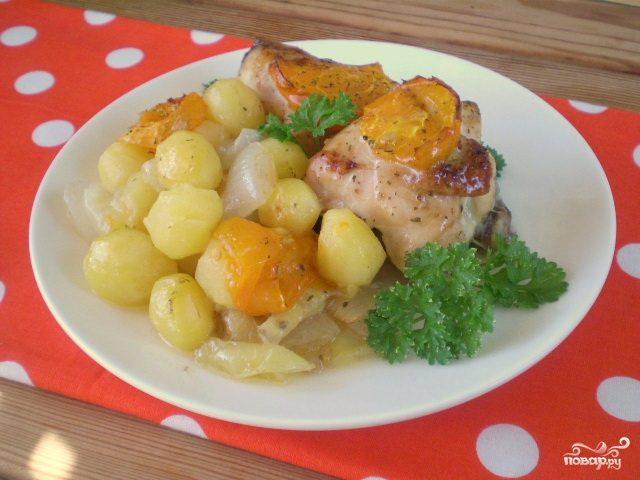 Курица, тушенная с овощами в духовке