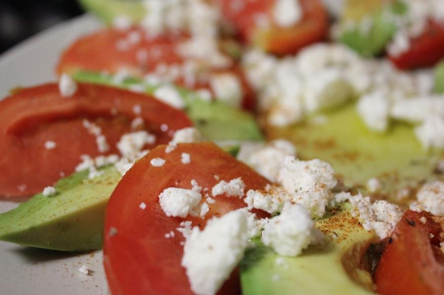 Салат с авокадо, помидорами и фетой - фото шаг 4
