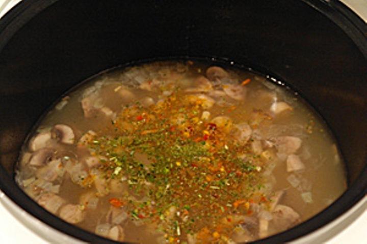 Суп с грибами в мультиварке   - фото шаг 4