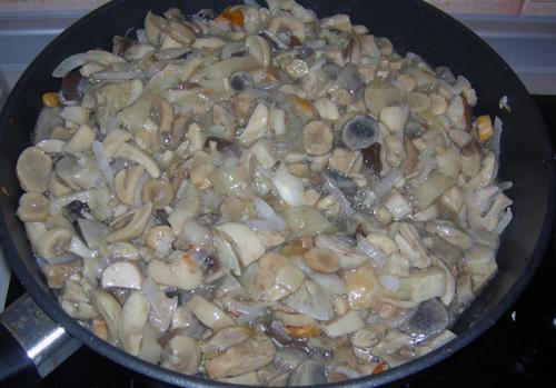 Пирожки с грибами в духовке - фото шаг 5
