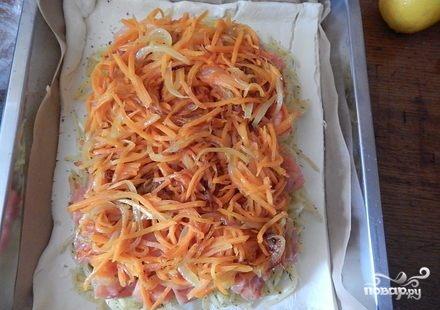 Слоеный пирог с красной рыбой - фото шаг 4