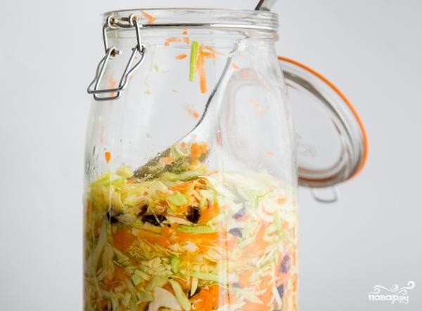 Капустный салат с клюквой - фото шаг 8