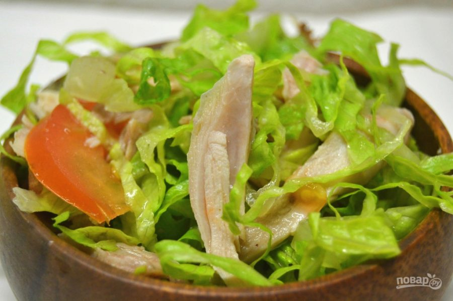 Салат с курицей и томатами