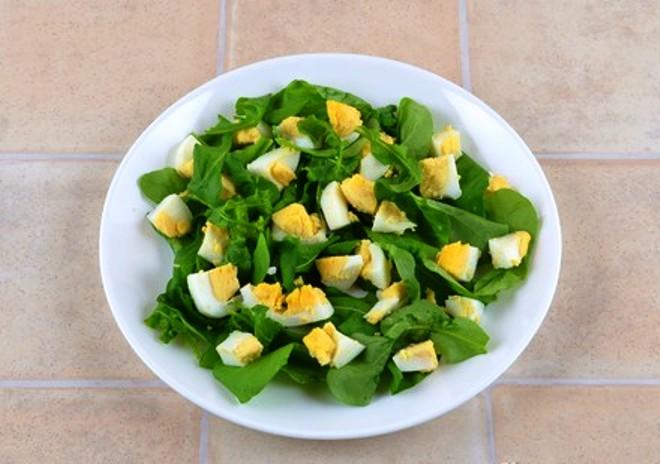 Салат из руколы с яйцом рецепт классический
