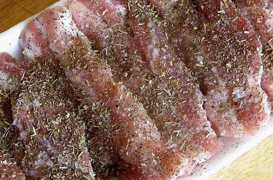 Рецепт Запеченная свиная грудинка в фольге