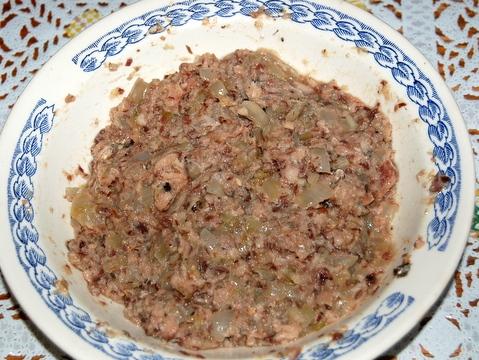 Пирожки с консервированной рыбой - фото шаг 9