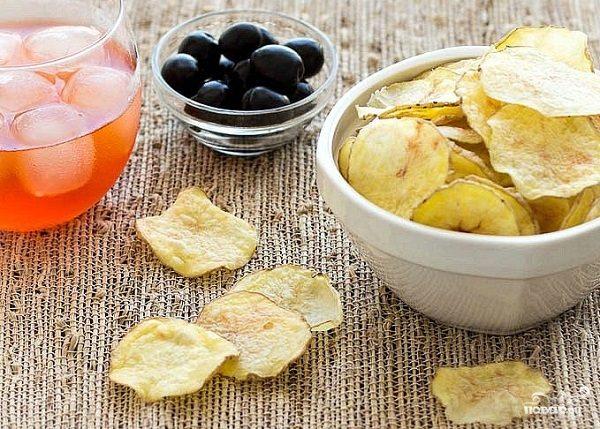 Картофельные чипсы в духовке без масла
