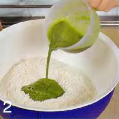 Зелёные пельмени с лососем - фото шаг 2