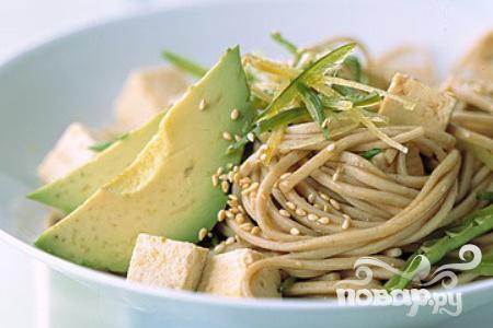 Рецепт Азиатская лапша с тофу, авокадо и фасолью