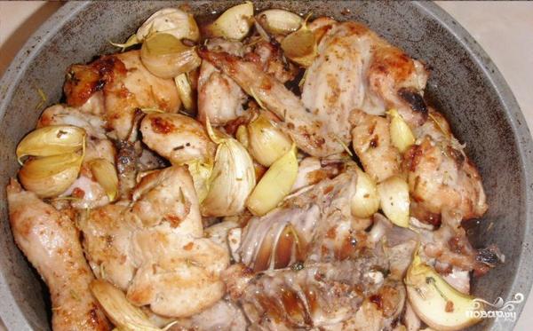 Курица, тушенная с чесноком - фото шаг 3