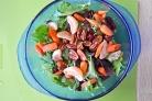 Салат с мандаринами и орехами
