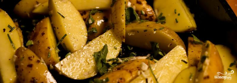 Картофель, запеченный с розмарином и пармезаном - фото шаг 4