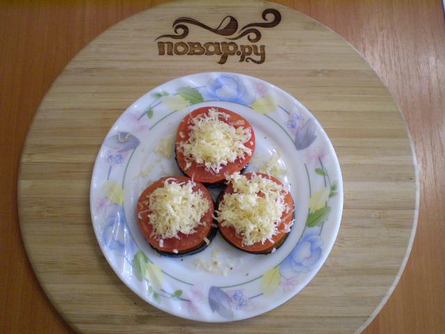 Жареные баклажаны с помидорами и сыром