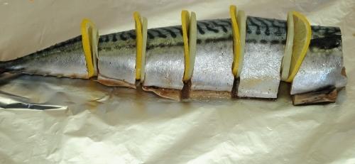Скумбрия в мультиварке в фольге - фото шаг 2