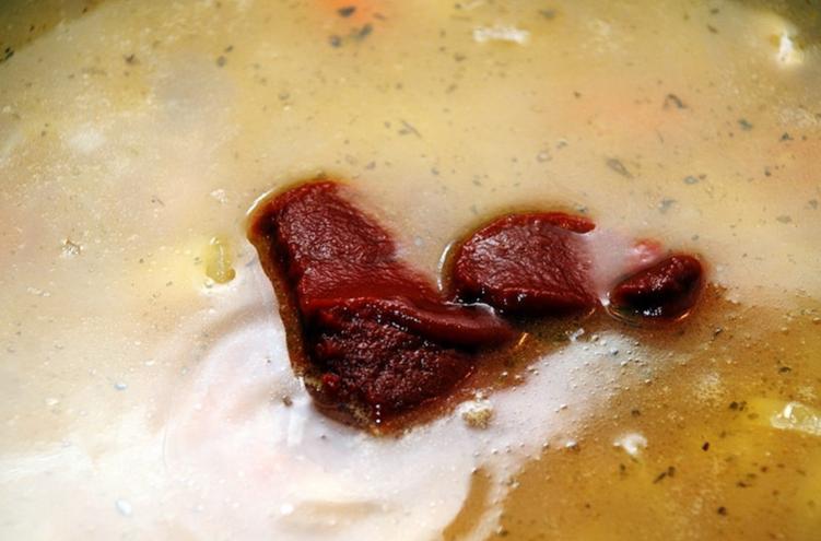 Фасолевый суп с томатной пастой - фото шаг 5