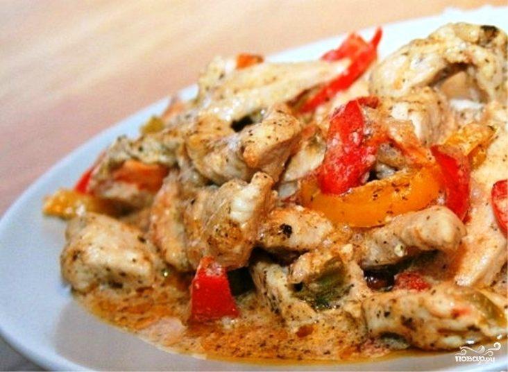 Курица с овощами в сметанном соусе