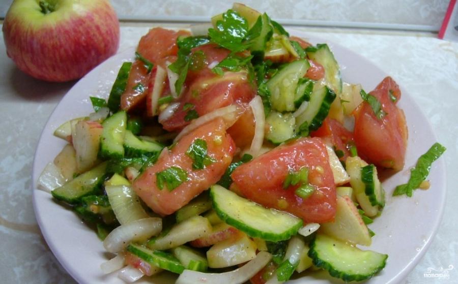 Салат с помидорами и яблоками - фото шаг 4