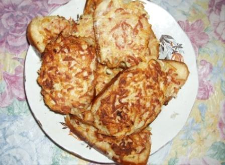 бутерброды с картошкой и колбасой в духовке рецепт