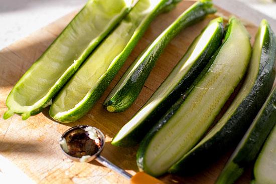 Рецепт Кабачки-лодочки, запеченные в духовке с овощами