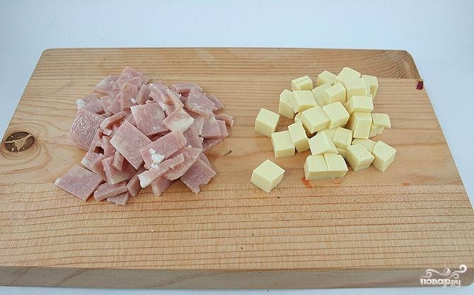 Салат с помидорами, ветчиной и сыром - фото шаг 2