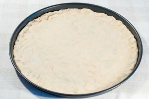 Тесто для пиццы с медом - фото шаг 4