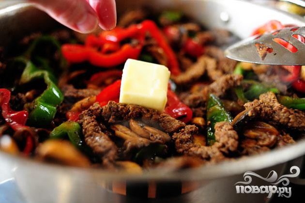 Сэндвичи с говядиной, болгарским перцем и грибами - фото шаг 4