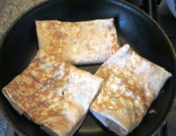 Лаваш с сыром на сковороде - фото шаг 4