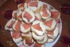 Бутерброды-шайбы с красной рыбой