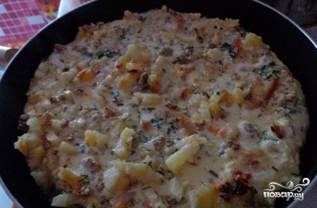 Картофельная запеканка с фаршем на сковороде - фото шаг 7