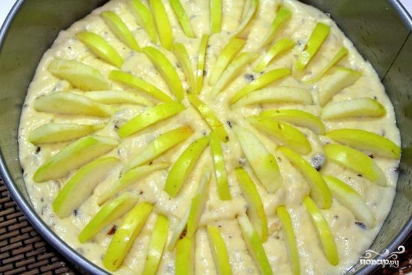 Пирог с яблоками и орехами - фото шаг 6