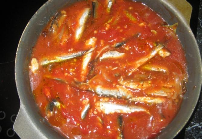 что приготовить из кильки в томатном соусе