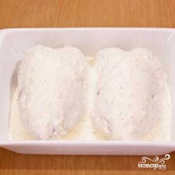 Куриная грудка под сметанно-чесночным соусом - фото шаг 2