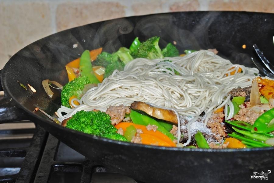 Лапша с овощами в воке - фото шаг 5