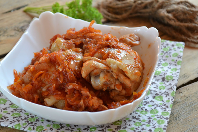 Курица под томатным соусом